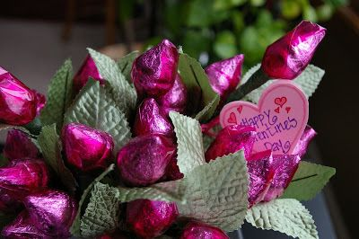 Hershey Kiss Rose Valentines - really cute! Great gift idea for your special someone, a teacher, or for your children to share.