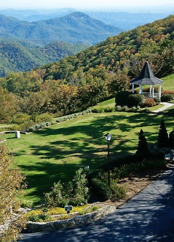 Westglow Courtyard  Gazebo Blowing Rock, NC. I've actually already been here...breathtaking!