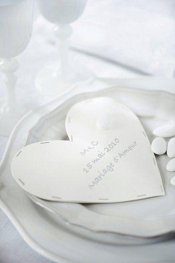 Un sachet de dragées en papier cousu / A bag of paper dragées sewn, wedding, presents, party, sewing, hearts