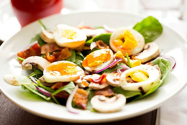Warm Spinach Salad with Bacon, Mushrooms & Hard-Boiled Egg