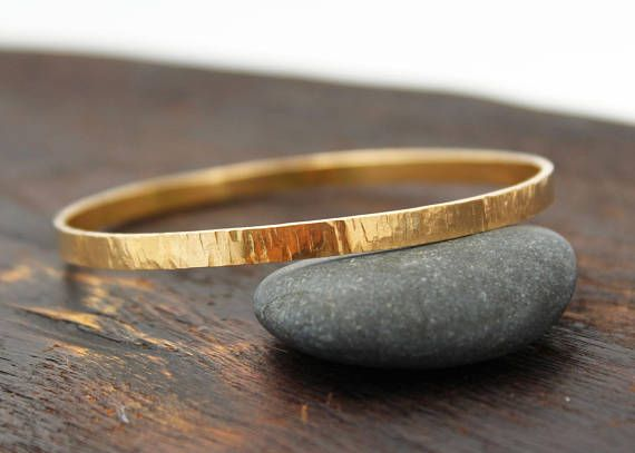 18k gold bangle bracelet. 18k solid gold bangle. Solid gold