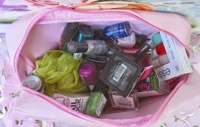 Ooh what's inside? Check out my Priceline Australia Mother's Day surprise!! #priceline #pricelinehaul #pricelineau #goodiebag #gwp #giftwithpurchase #bbloggersau #beautybloggers #mothersday #mothersdaysurprise #mothersdaygift #bbloggers #blogger #blog #beauty #makeup #cosmetics #aussiebbloggers #ausbeauty #cosmeticsbag #makeupbag #brisbaneblogger #bblog