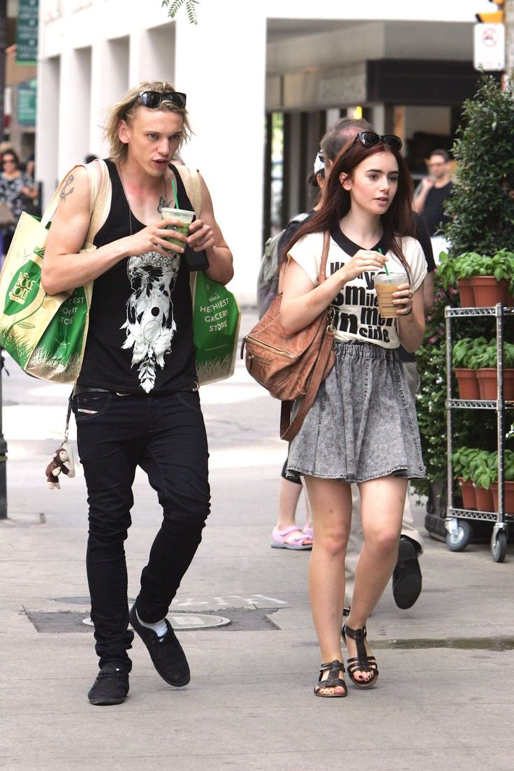 lily collins and jamie campbell bower the mortal instruments on set photos   The Mortal Instruments News en Español: Lily Collins y Jamie Campbell ...