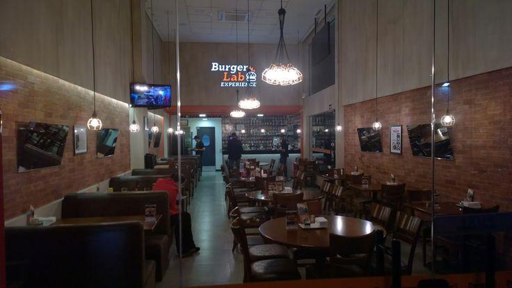 Hoje quero indicar um lugar que tem hambúrgueres maravilhosos e que eu particularmente sou fã: O Burger Lab Experience (Chácara Flora).    ...