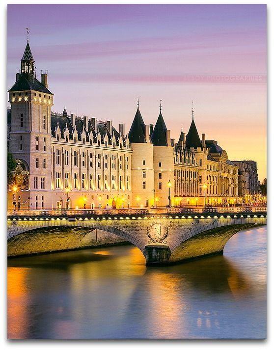 audreylovesparis:  Conciergerie, Paris