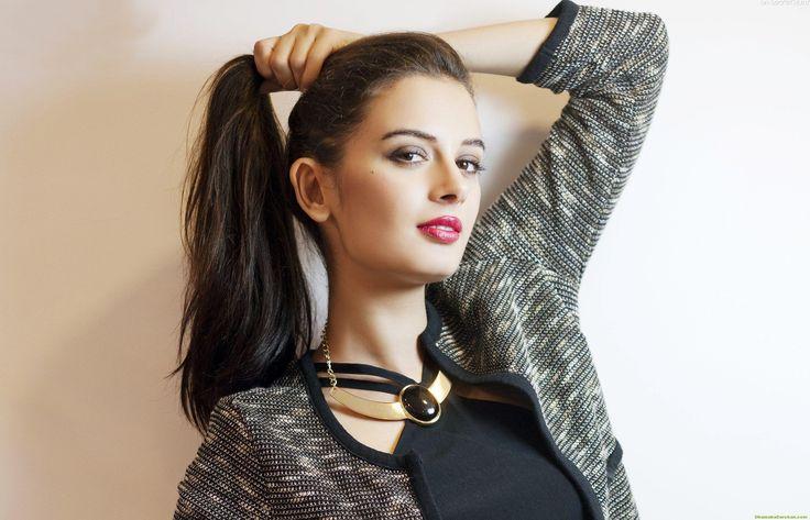 Evelyn-Sharma-