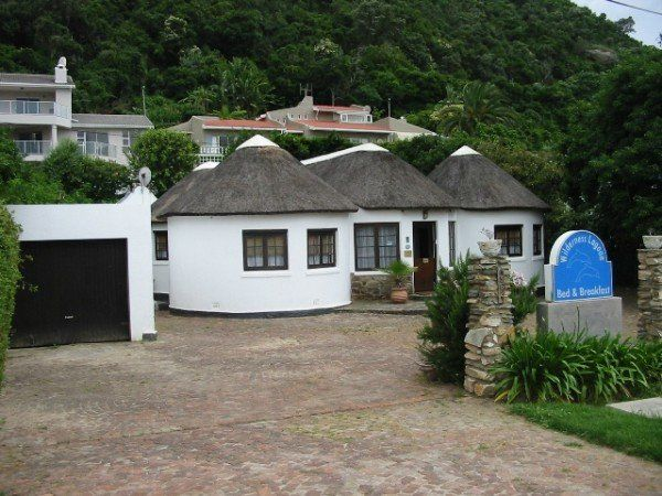 5 bedroom house in Wilderness, traditional Xhosa structure (rontabile) upgraded. I RDP houses should be like this, they wouldn't be an eyesore on the South African landscape. The Ndebele & Zulu traditional structures are also picturesque.