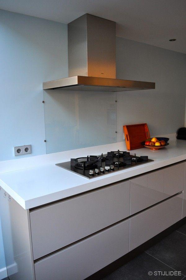 17 beste idee n over taupe keuken op pinterest grijs keukens kleine landelijke keukens en - Muur wit en taupe ...