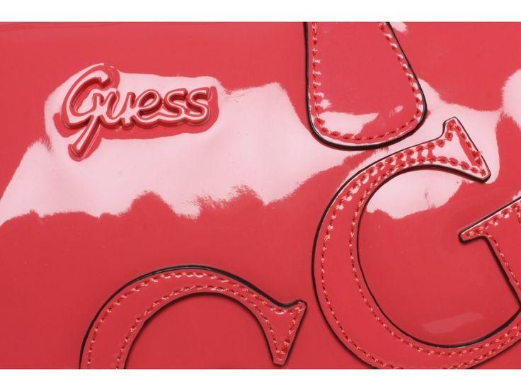 Kabelka Guess je americkou módní značkou, která je velmi oblíbená u žen. Kabelky jsou vyráběny z kůže nebo z kvalitní imitace kůže. Kabelky Guess  jsou nejprodávánější sortimentem firmy Guess. Nyní Vám nabízíme omezenou kolekci, do vyprodání zásob. U nás naleznete pouze originální, žádné faky. Zkrátka nákup kabelky bez obav.