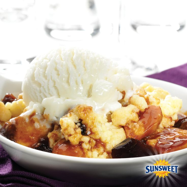 Apple Crumble With Vanilla Ice Cream Recipe — Dishmaps
