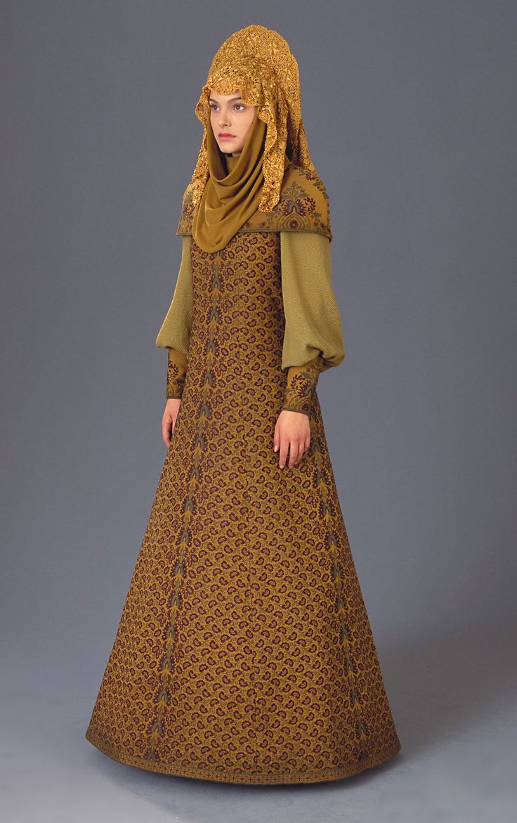 The 'refugee disguise' dress worn by Natalie Portman as Padme Amidala in Star Wars Episode II.