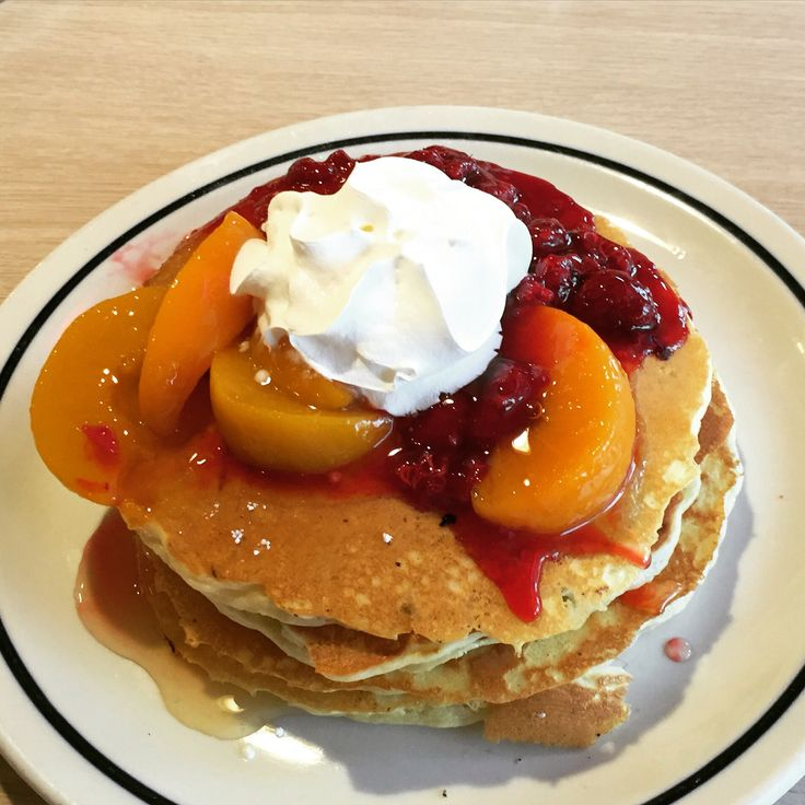 IHOP peach & raspberry pancakes ❤️