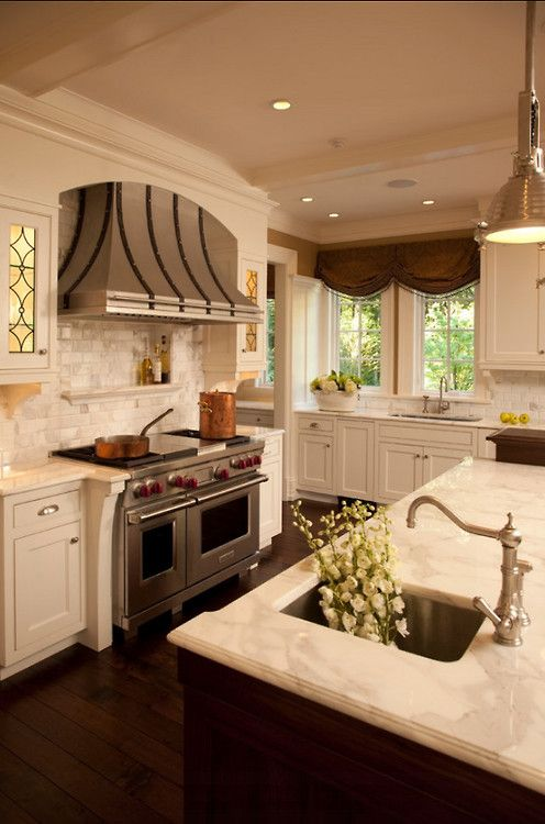 Southern Charm - love the stove and hood
