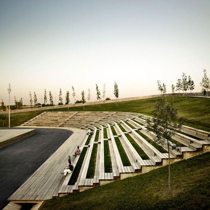 Linear park on the Riera De Sant Climent. Viladecans  BATLLE I ROIG ARQUITECTES