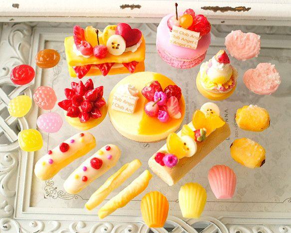 スイーツデコ(B108) 22個入り バラエティーパック:デザインケーキ(オレンジソース)、ミルフィーユ、マカロン他 デコパーツ Le Surf Design ハンドメイド通販・販売のCreema