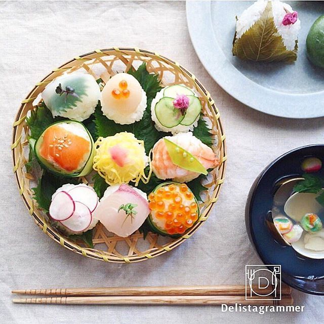 【 #おうちごはん通信 】photo by @___iiiro 年越し準備で忙しい方も多いのではないでしょうか?☀️手まり寿司を作りたいなと思っている方必見です一口サイズで可愛く、つまみやすい。見た目も華やかな手まり寿司は、ホームパーティーのおもてなし料理として大人気✨ぜひチェックしてみてください‼️ -------------------------- ★詳しくは @ouchigohan.jp プロフィールURLから見てくださいね! ホームパーティーに、休日ごはんにぴったり。人気の手まり寿司スタイリング https://ouchi-gohan.jp/52/ 「デリスタよみもの」カテゴリをチェック✨ -------------------------- ◆このアカウントではインスタグラマーさんの素敵なPicをご紹介しています。 ハッシュタグ #LIN_stagrammer #delistagrammer #デリスタグラマー を付けて 投稿してみてくださいね! ※これらいずれかのハッシュタグがついた投稿を、おうちごはんFacebookページ でもご紹介させていただく...