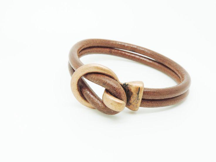 gesp armband, leder en metalen armband heren armband, unisex armbanden, lederen sieraden door LARRITZI op Etsy https://www.etsy.com/nl/listing/464411922/gesp-armband-leder-en-metalen-armband