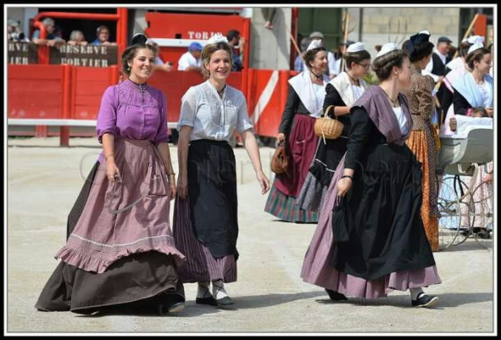 #capelado #vauvert à l'#ancienne #mireille et #arlesiennes