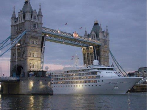 Cruise Ship under the London Bridge