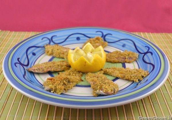 [introduzione] Le alici gratinate al forno sono un gustoso secondo piatto, ma anche un antipasto di mare, a seconda delle porzioni che andrete a fare.  Amo le alici, e sebbene a casa dei miei il solo