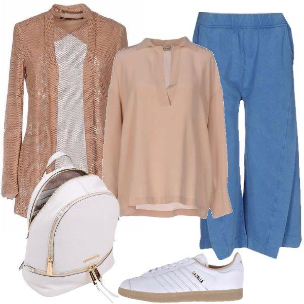 Outfit casual, per tutti i giorni, con un occhio alla moda trendy: blusa in seta, cardigan traforato in viscosa, pantaloni di felpa, modello Capri. sneakers di pelle basse Adidas e zaino di pelle Michael Kors.