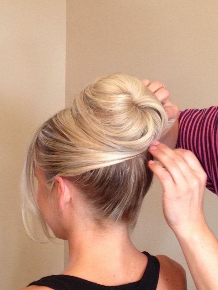 die besten 25 dutt frisur ideen auf pinterest str hnen 2 blondt ne chignon frisur seitlich. Black Bedroom Furniture Sets. Home Design Ideas
