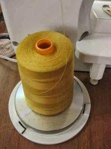#Truco: cómo sujetar bobinas grandes a la máquina de coser