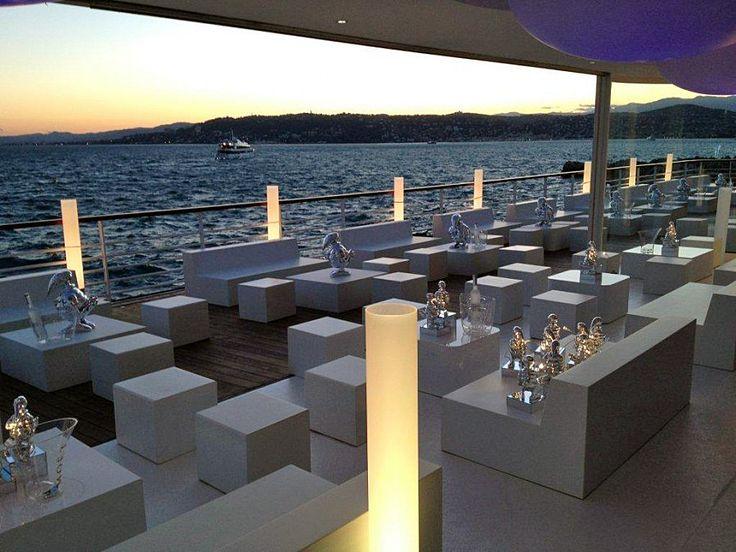Ресторан на палубе корабля (диван SIXINCH S2(2), пуф SIXINCH Blocks) #design #restaurant #water #outdoor