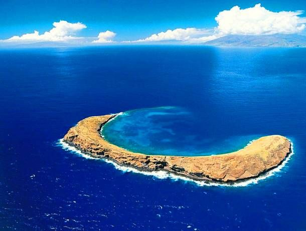 25 Jaw Dropping Hawaiian Landscapes, Molokini Crater, Maui