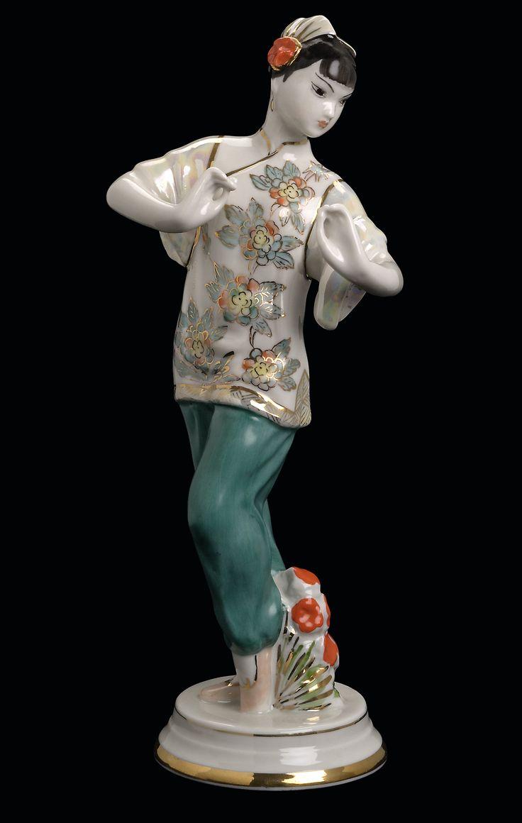 Артамонова Ольга Семеновна Дмитровский фарфоровый завод (бывший Завод Гарднера, М.С. Кузнецова в Вербилках) Танцующая китаянка 1954