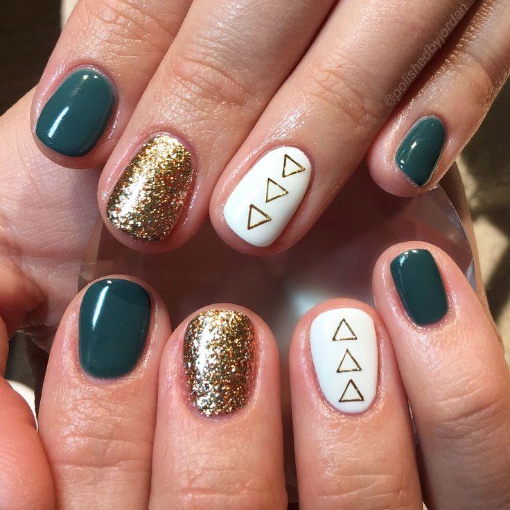 I would change this up to red, silver and black. Fall Nails, Holiday Nails, Christmas Nails, green nails, gold nails, fun nails @polishedbyjordan
