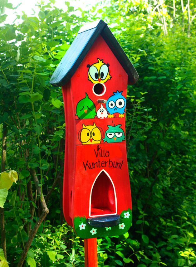 """Einzigartigkeit verschenken! - mit individueller Beschriftung Verschönern Sie Ihren Garten oder Ihren Balkon mit einem bunten Vogelhaus der Marke """"Vogelliebe"""". Das Vogelhaus wurde mit..."""