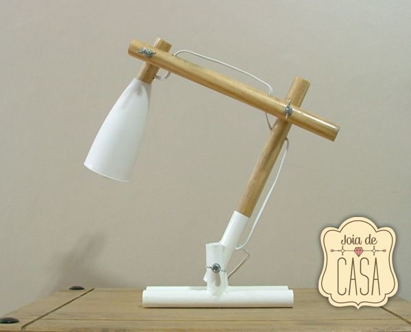Luminária feito com cabo de vasoura. Broomstick lamp.
