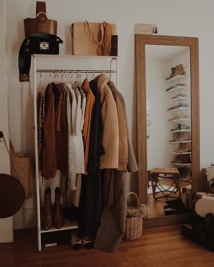 Uploaded By 𝒗𝒆𝒓𝒊𝒕𝒚 Find Images And Videos About Style Clothes And Aesthetic On We Heart It The App To Get Lost In W Home Decor Home Bedroom Decor