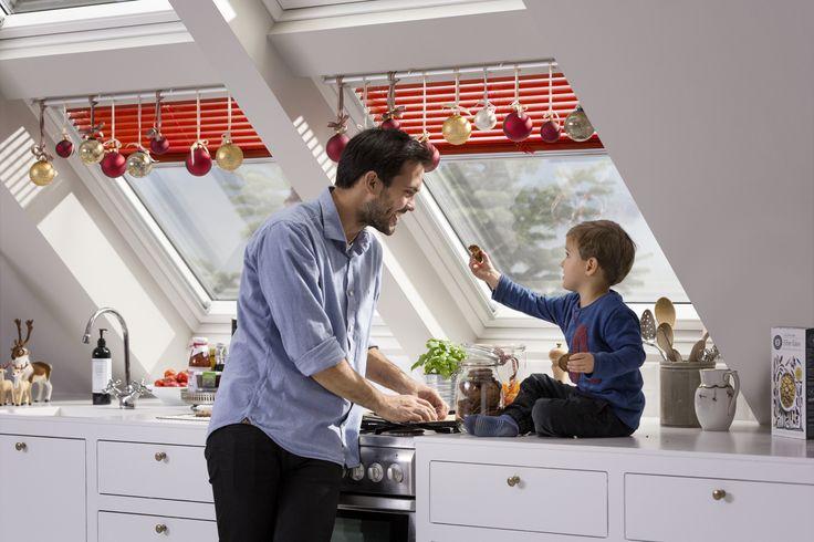 Pasamos gran parte de nuestro tiempo en la cocina. ¿Por qué no convertirlo en un lugar cálido y acogedor para que pasemos tiempo juntos de calidad en familia. Cambiá el estado de ánimo de tu cocina agregando cortinas y persianas!  Link: http://www.velux.com.ar/productos/cortinas-y-persianas