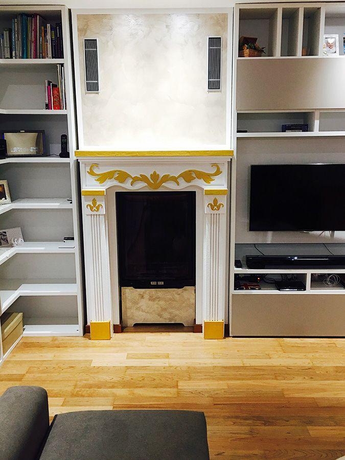 Faux fireplace Finto camino decorativo stile Impero con decorazione oro. Disponibile su www.materik.it #caminofinto #caminifinti #finticamini