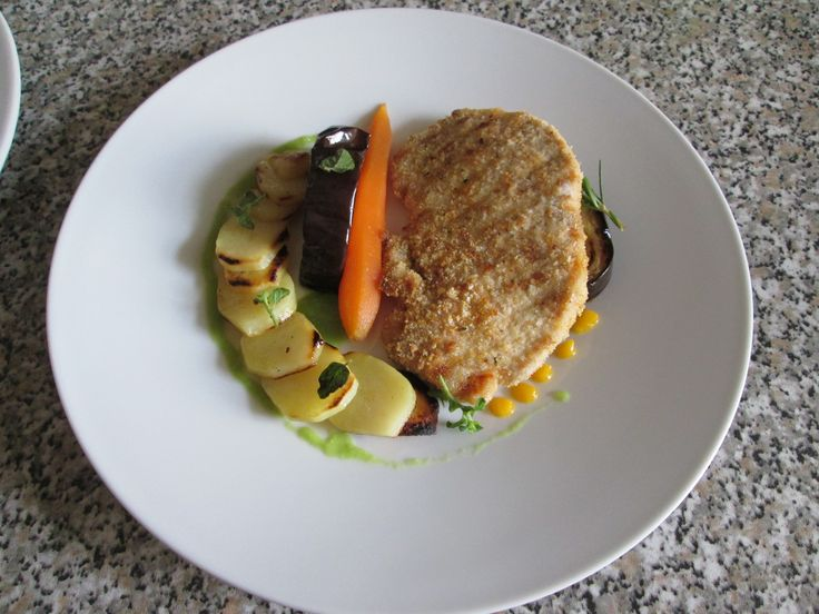 JHS / Cotoletta  panata di  maiale  verdure  grigliate  succo  di piselli   Gino D'Aquino