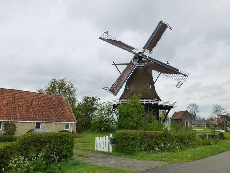 De molen in Langweer is gebouwd in 1782 en gerestaureerd in 2010 gerenoveerd.