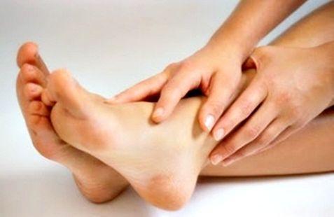 http://memutihkanbadan.tk/ – Kecantikan wajah sudah biasa untuk dilakukan oleh wanita dalam memanjakan bagian dari tubuhnya. Dengan mempunyai wajah yang bersih dan cerah akan membuat pasangan kita lebih senang saat menatap rona muka atau wajah cantik ini. Begitu pula dengan bagian tubuh yang lain yang akan lebih membuat pasangan kita senang adalah kebersihan tangan kaki atau