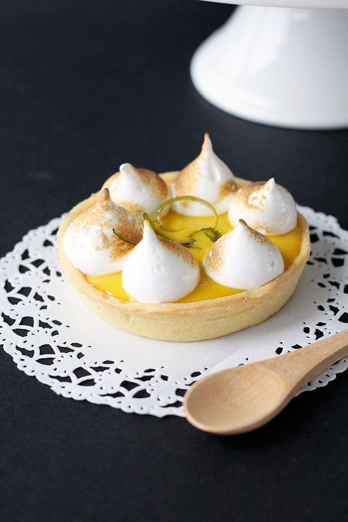 Mango Meringue Tart - a fun twist to traditional Lemon Meringue Tarts! Give this original recipe a go. :)