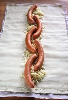 Taką roladę można przygotować na obiad, ale będzie też świetna na domową imprezę, zwłaszcza że wszystko można przygotować wcześniej. Jej wnę...