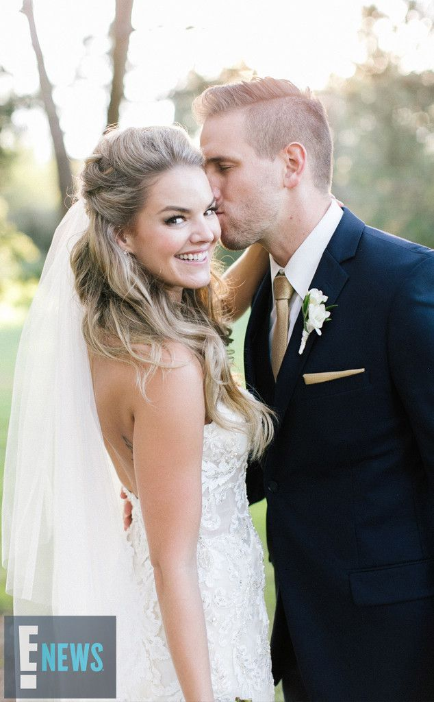 The Bachelor's Nikki Ferrell Can't Stop Smiling When Showcasing Her Stunning Wedding Dress | E! News