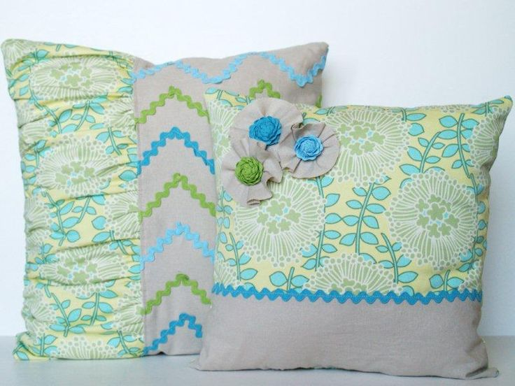 I could make myself a new set of throw pillows every year. I love these and had to share!