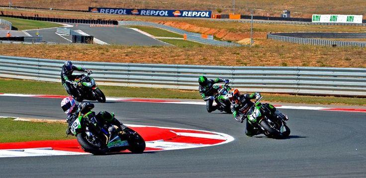 Carrera de la Kawasaki Z Cup del CEV en el circuito de Los Arcos en Navarra. Diversión a raudales bajo el dorsal 17.