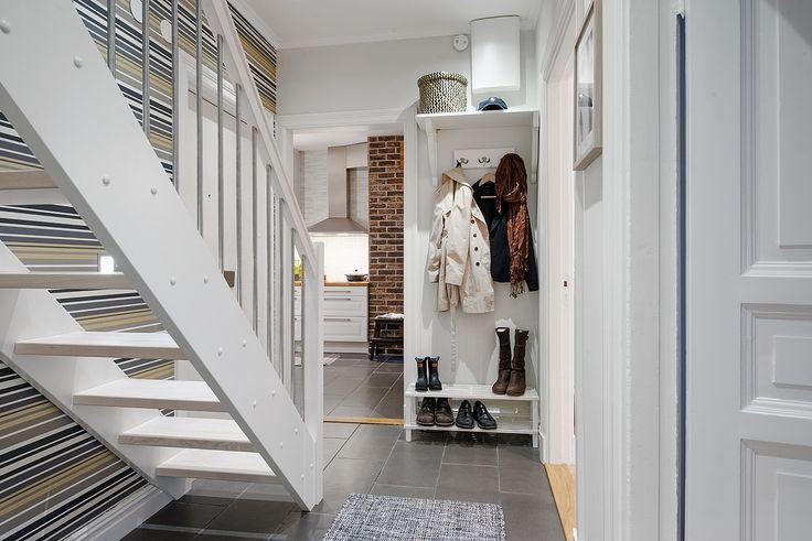 Trappan tar dig upp till övervåningen