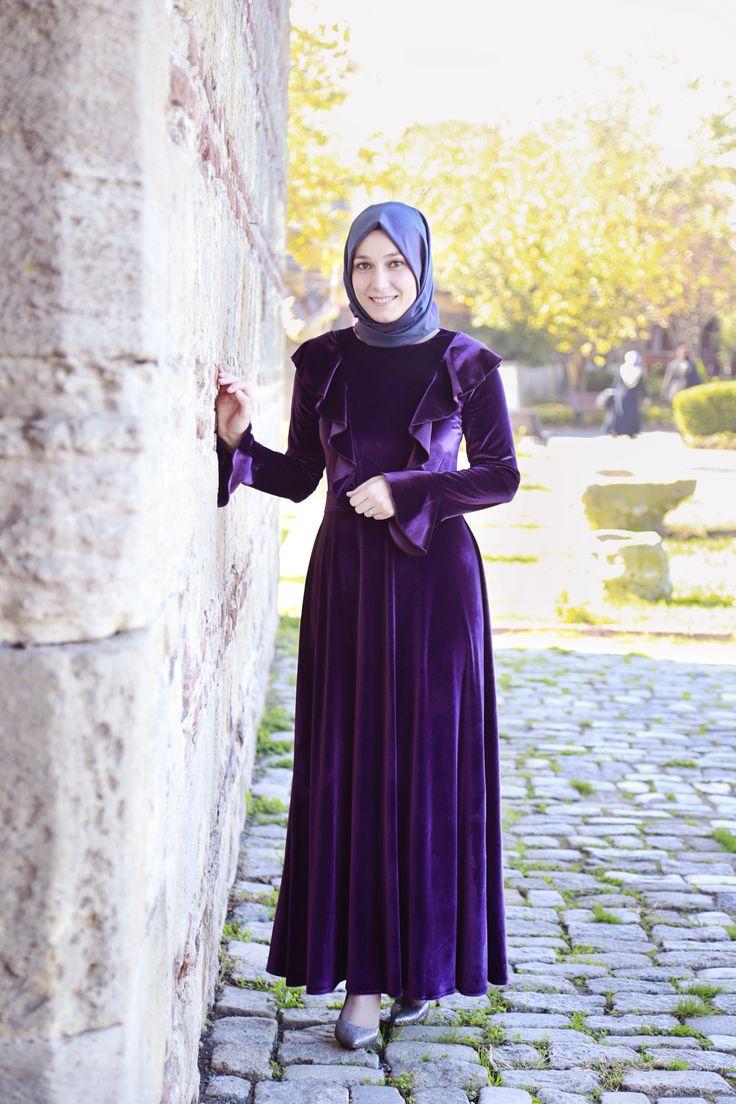 Özenle hazırlanmış naif detaylarla bezeli Kadife Elbise tesetturyakasi.com'da satışta.
