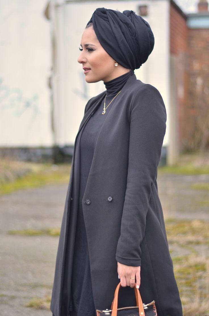 Hijab Fashion 2016/2017: Dina Tokio – Layers Hijab Fashion 2016/2017: Sélection de looks tendances spécial voilées Look Descreption Dina Tokio - Layers