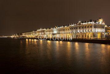 Дворцовая набережная в Санкт-Петербурге ночью