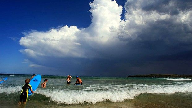 A Southerly storm rolls in over Maroubra Beach on Sydneys East after a full day of sunshine and Summerlike conditions.Souther Storms, James Alcock, Summerlik Conditioning, Storms Rolls, November 2012, Sydney East, Maroubra Beach, Mindfulness Full, Australian Life