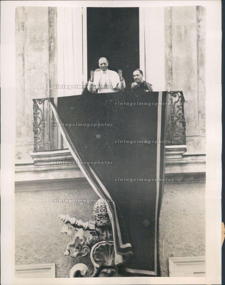 1939 Pope Pius XII Blessing Crowds Castel Gandolfo Papal Summer Home Press Photo